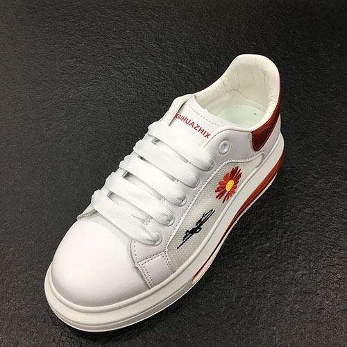 أحذية بيضاء صغيرة 2020 الربيع والصيف منصة متعددة الوظائف شبكة سطح التهوية الأحذية الرياضية