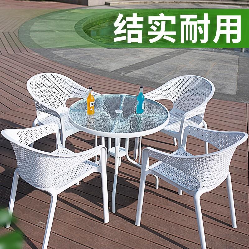 طاولة القهوة وكرسي الروطان في الهواء الطلق مع شرفة في الهواء الطلق والأثاث الحديد المطاوع الشمس البي